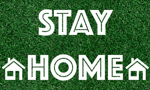 stay home と stay at home、どっちが正しいの?